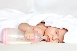 Приготовление молочной смеси для новорожденного